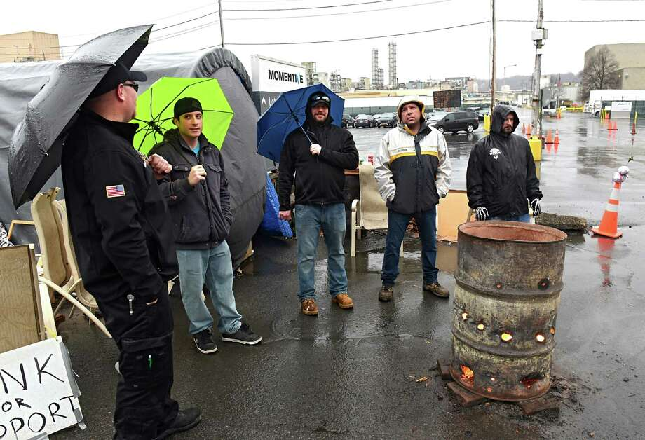 Strikers stay warm around a fire in a barrel outside the Momentive Performance Materials plant on Thursday, Jan. 12, 2017 in Waterford, N.Y.  (Lori Van Buren / Times Union) Photo: Lori Van Buren