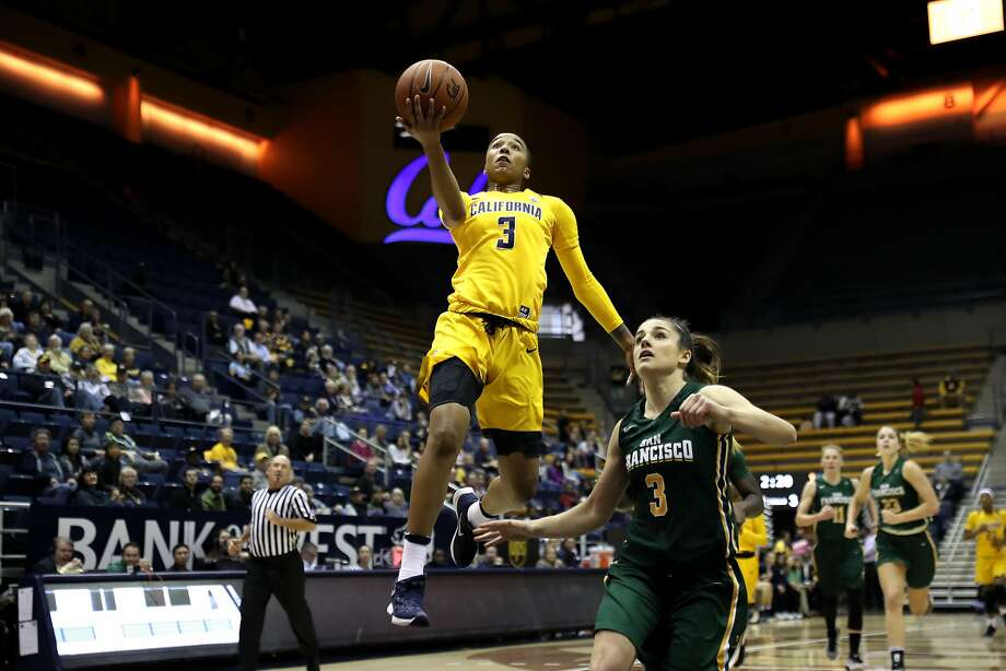 BERKELEY, CA - November 26, 2016: Cal Bears Women's Basketball team vs. the University of San Francisco Dons at Haas Pavilion. Final score, Cal Bears 75, University of San Francisco Dons 52. Photo: Al Sermeno / Al Sermeno/isiphotos.com