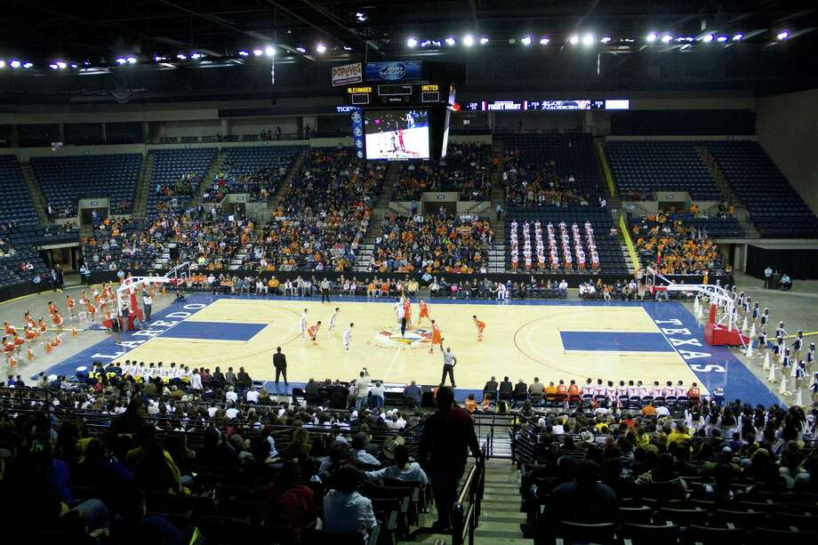 Laredo will host the regional tournament for the first time this season at Laredo Energy Arena. The girls' basketball games are Feb. 24-25 and the boys' games are March 3-4. Photo: Jason Mack /Laaredo Morning Times File