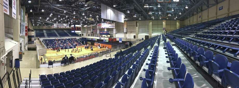 There are plenty of unoccupied seats as Florida Atlantic plays UTSA in the Convocation Center on Jan. 12, 2017. Photo: Billy Calzada /San Antonio Express-News / San Antonio Express-News