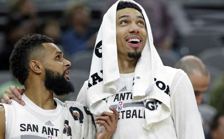 Danny Green and Patty Mills check the scoreboard as the Spurs pull off a 40-point win over the Lakers at the AT&T Center on Jan., 12, 2017. Photo: Tom Reel /San Antonio Express-News / 2017 SAN ANTONIO EXPRESS-NEWS