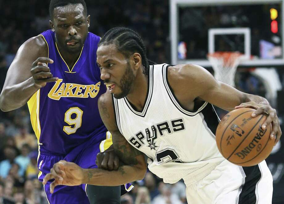 Kawhi Leoanrd makes a move to the lane against Luol Deng as the Spurs host the Lakers at the AT&T Center on January, 12, 2017. Photo: Tom Reel, Staff / San Antonio Express-News / 2017 SAN ANTONIO EXPRESS-NEWS