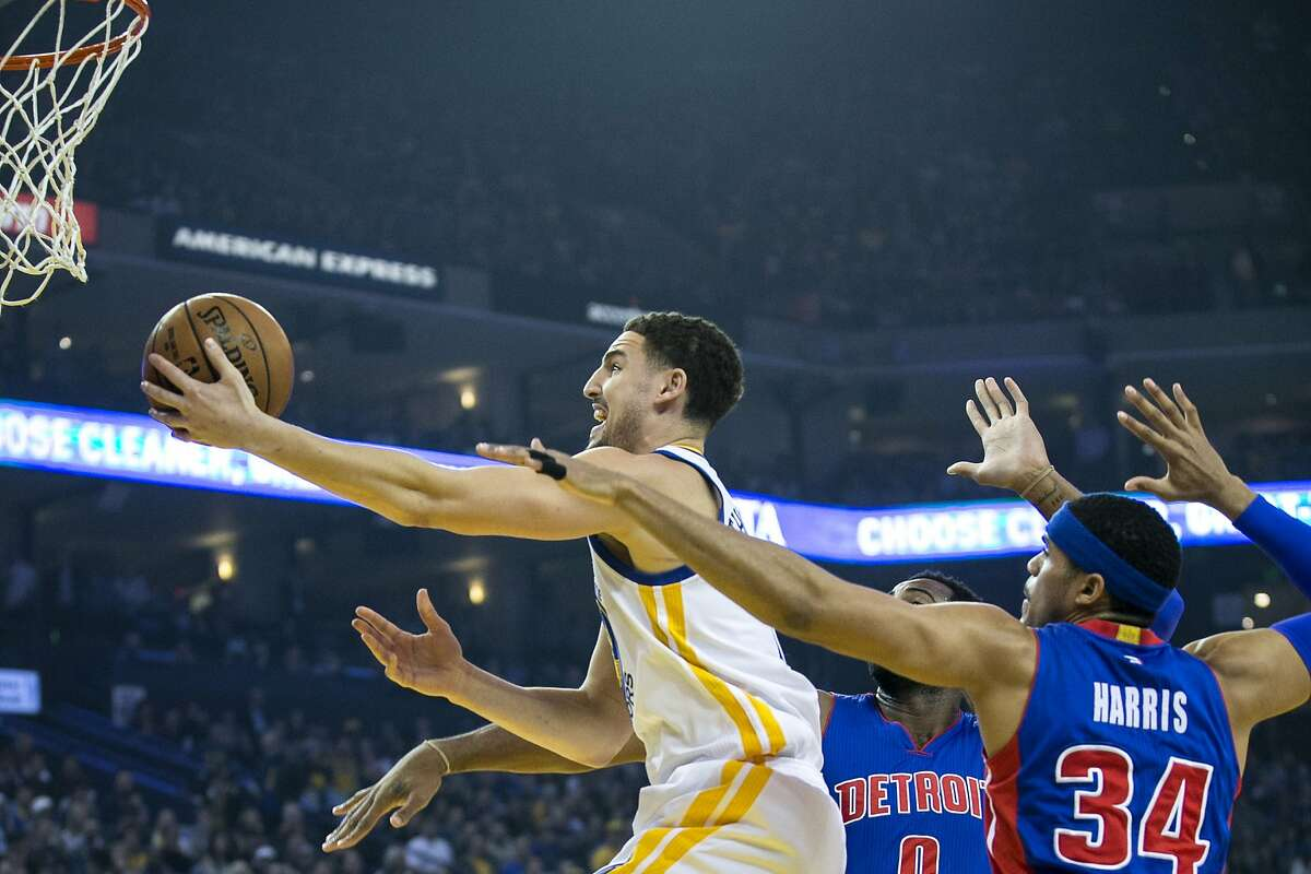 Golden State Warriors guard Klay Thompson (11) shoots during the first half of an NBA basketball game between the Golden State Warriors and the Detroit Pistons on Thursday, Jan. 12, 2017, at the Oracle Arena in Oakland, Calif. The Warriors lead 60-58 at halftime.