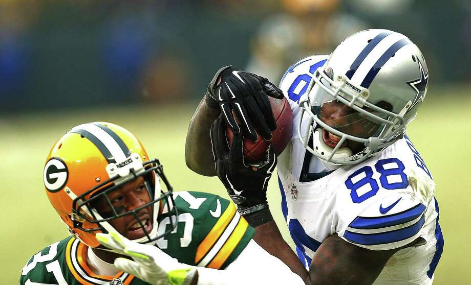 Dallas Cowboys wide receiver Dez Bryant makes a would-be catch over Green Bay Packers cornerback Sam Shields late in the fourth quarter on Jan. 11, 2015, at Lambeau Field in Green Bay, Wis. The play was ruled a catch but was overturned via instant replay. Photo: Ron Jenkins /Fort Worth Star-Telegram / Fort Worth Star-Telegram
