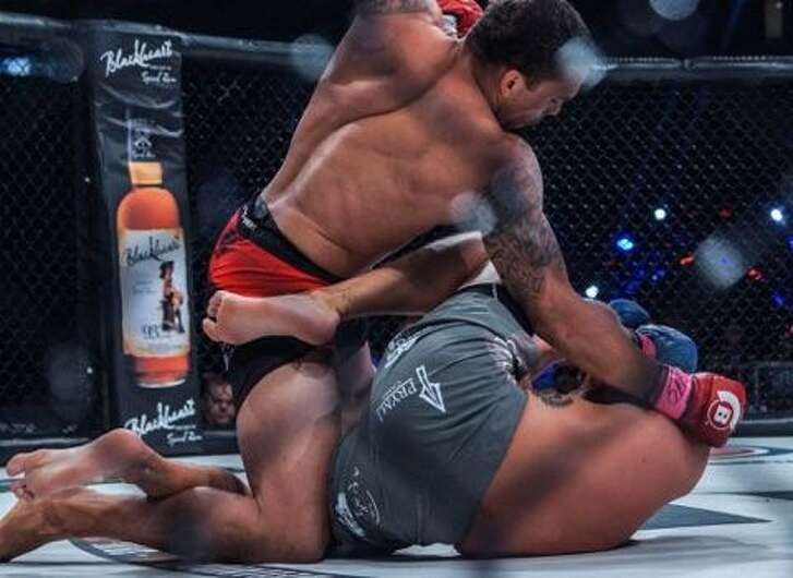 Eryk Anders (top), a former Smithson Valley High School and Alabama linebacker, is undefeated in six pro fessional mixed martial arts bouts.