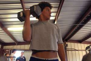 Smithson Valley High School linebacker Eryk Anders works out on Dec. 13, 2004.