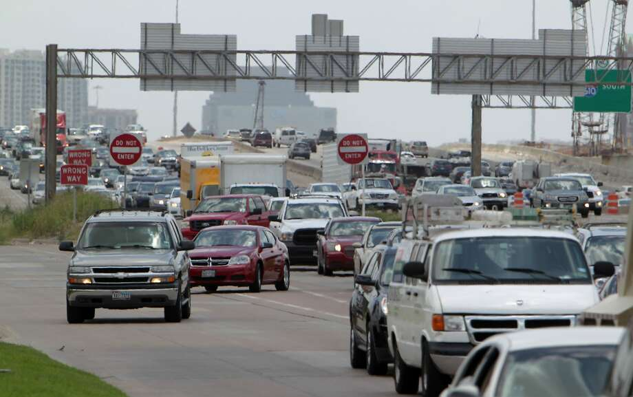US 290 will have a few total closures this weekend.>>Click through for some great moments in U.S. 290 construction history... Photo: James Nielsen/Houston Chronicle