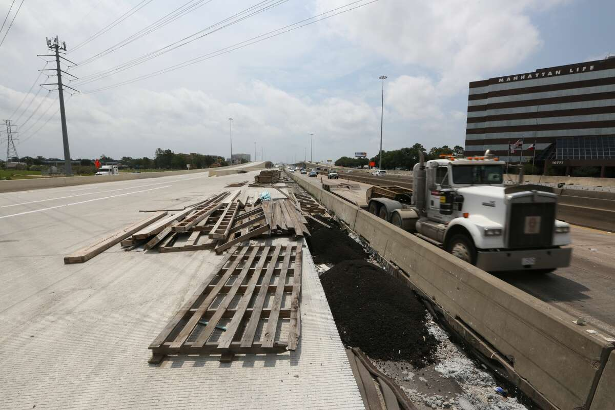 Construction continues on U.S. 290 on May 11, 2016 near Loop 610.