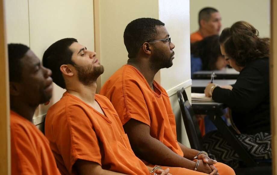 For many jail inmates, awaiting trial is just the beginning of their problems. Down the road are problems with reentry once they are released from jail. Fortunately, a program exists to help. Photo: John Davenport /San Antonio Express-News / ©San Antonio Express-News/John Davenport