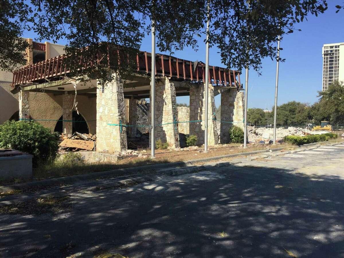 Oak Hills Motor Inn entrance. The hotel and its legendary lounge was demolished mid-February 2016.