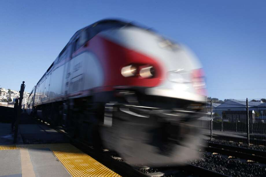 A southbound train arrives at the Bayshore Caltrain station in Brisbane, Calif. on Friday, Jan. 13, 2017. Photo: Paul Chinn, The Chronicle