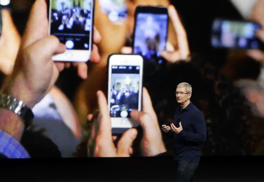 Apple CEO Tim Cook took a 15 percent pay cut in 2016 after Apple missed its sales goals for the year. Photo: Marcio Jose Sanchez, Associated Press
