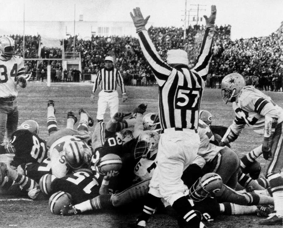 Green Bay quarterback Bart Starr (15) dives across the goal line to score the winning touchdown against Dallas at Lambeau Field on Dec. 31, 1967, in what is known in NFL annals as the Ice Bowl. Photo: Anonymous, STF / 1967 AP