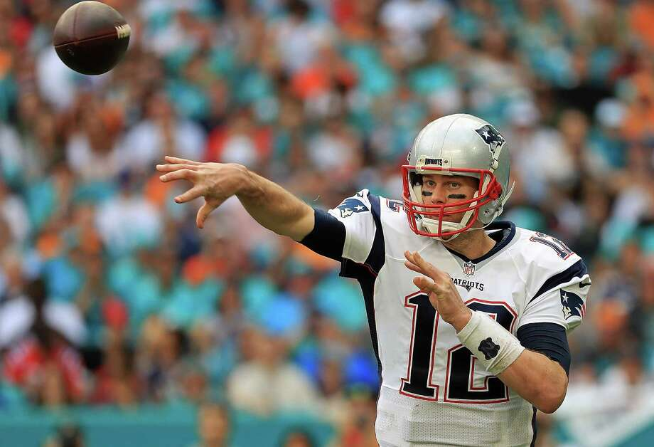 Tom Brady's hero as a kid was Joe Montana, but the Patriots QB is giving his idol a run for his money as a quarterback legend. Photo: Mike Ehrmann, Staff / 2017 Getty Images