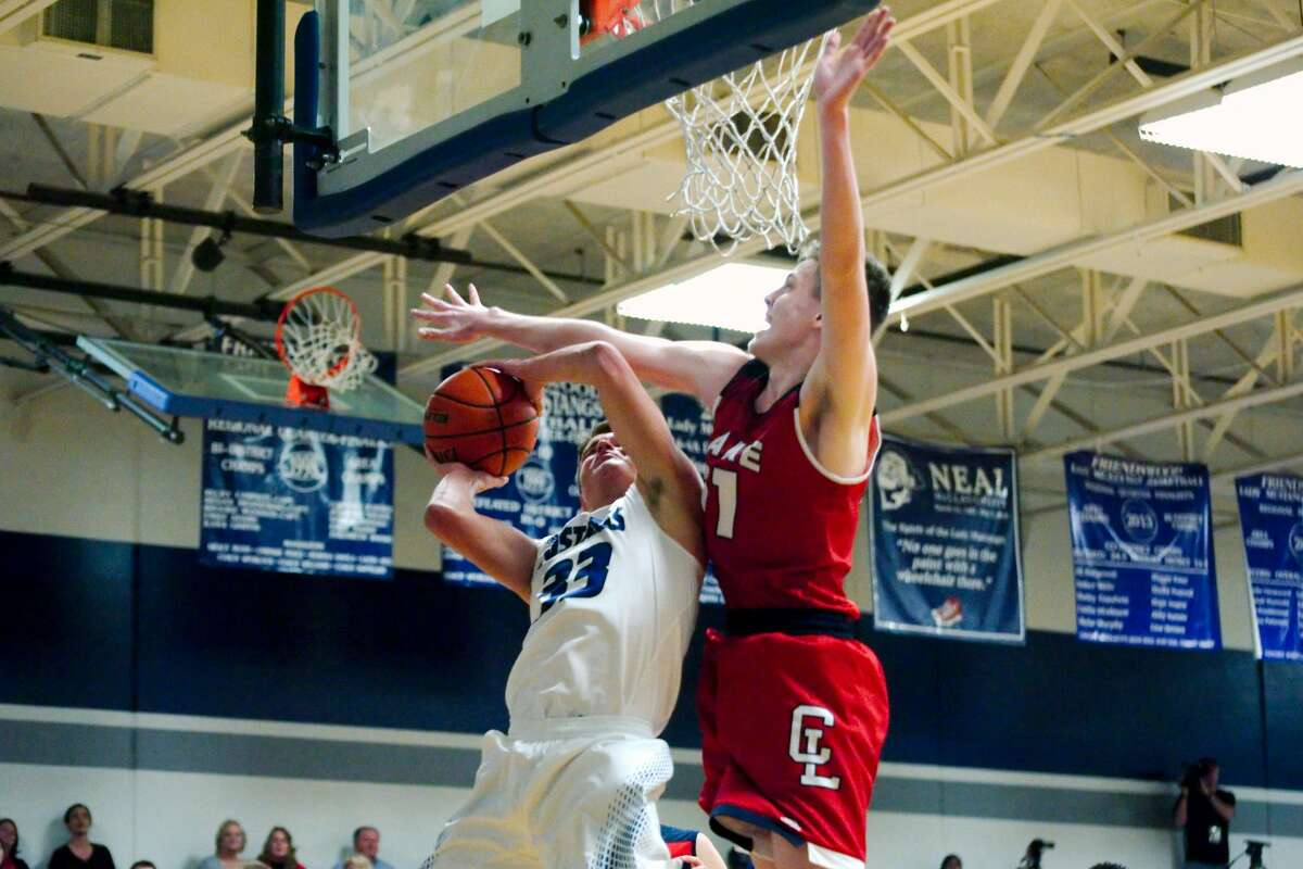 Friendswood's Reid Nickerson (33) tries to put up a shot past Clear Lake's Riley Abercrombie (11) Friday, Jan. 13.