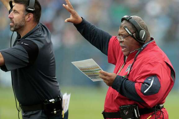 Houston Texans defensive coordinator Romeo Crennel calls a play against the Tennessee Titans during the third quarter of an NFL football game at Nissan Stadium on Sunday, Jan. 1, 2017, in Nashville. ( Brett Coomer / Houston Chronicle )