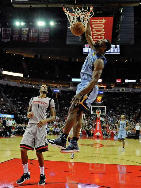 Memphis Grizzlies guard Tony Allen, right, dunks as Houston Rockets forward Trevor Ariza, left, looks on in the second half of an NBA basketball game, Friday, Jan. 13, 2017, in Houston. Memphis won the game, 110-105. (AP Photo/Eric Christian Smith) Photo: Eric Christian Smith, FRE / FR171023 AP