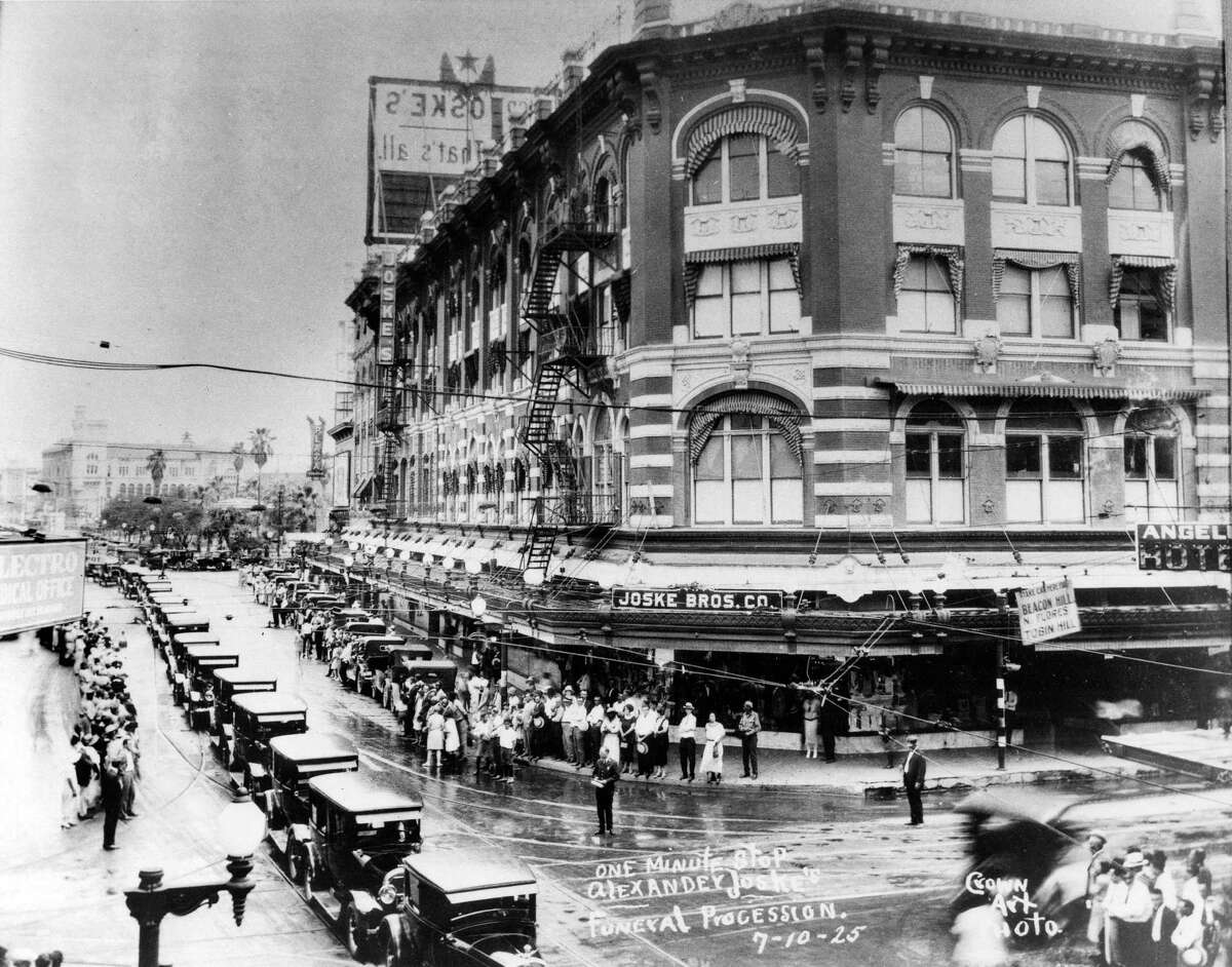 The funeral procession for Joske's owner Alexander Joske passes by the store at Alamo and Commerce streets on July 10, 1925.