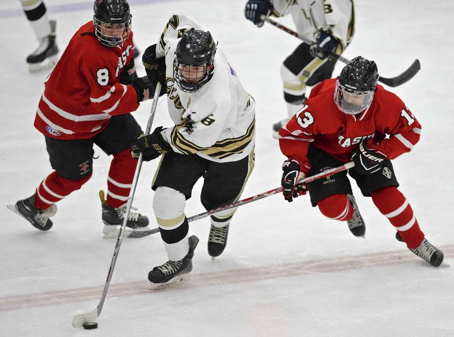 Barlow's Kyle Converse (4) splits Masuk's Colin Raymond (8) and Shane Guaglanone (13) in the boys high school hockey game between Masuk and Joel Barlow high school on Saturday afternoon, January 14, 2017, at Danbury Ice Arena, Danbury, Conn. Photo: H John Voorhees III / Hearst Connecticut Media / The News-Times