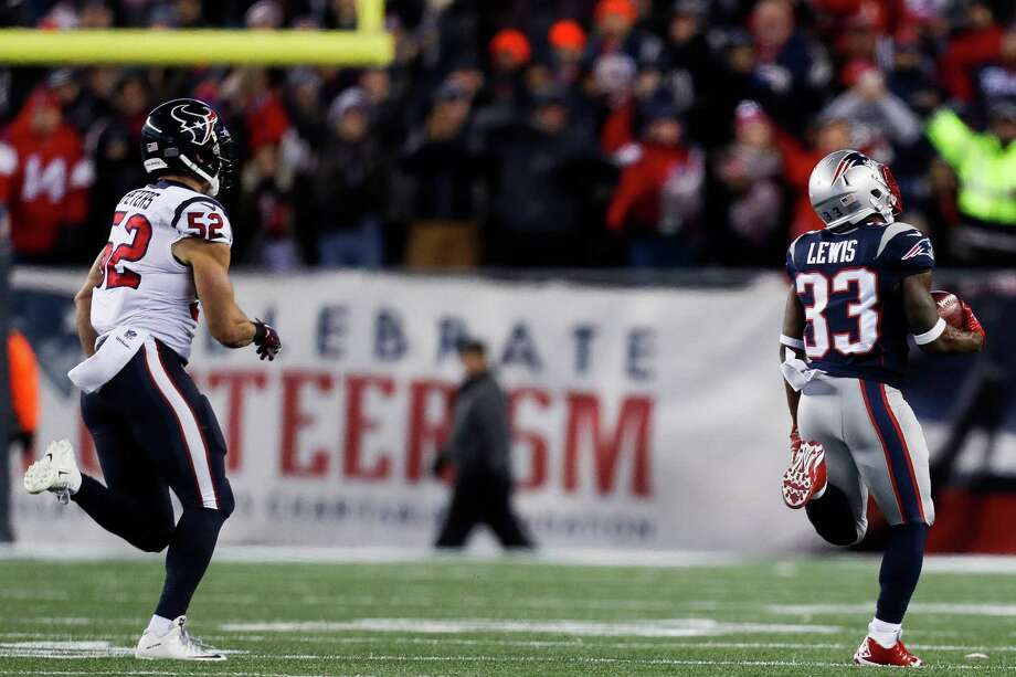 New England Patriots running back Dion Lewis (33) runs away from Houston Texans linebacker Brian Peters (52) as he returns a kick off for a 98-yard touchdown during the first quarter of an NFL divisional playoff game at Gillette Stadium, Saturday, January 14,  2017. Photo: Karen Warren, Houston Chronicle / 2016 Houston Chronicle