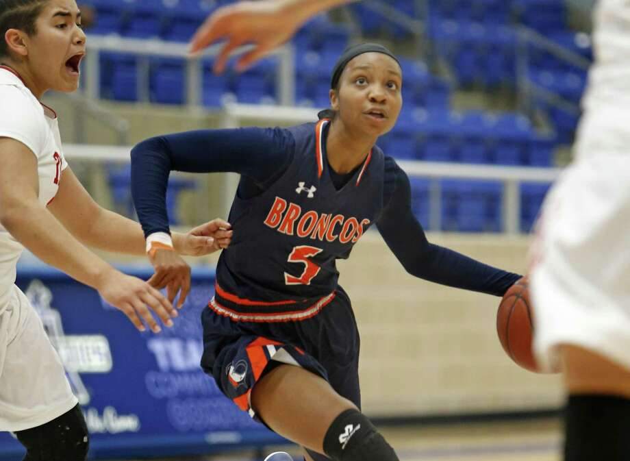 Brandeis' Gabby Connally drives against Taft's Ashley Hernandez in a District 28-6A girls basketball game on Jan. 14, 2017 at Northside Sports Gym. Photo: Ron Cortes /For The Express-News / Freelance