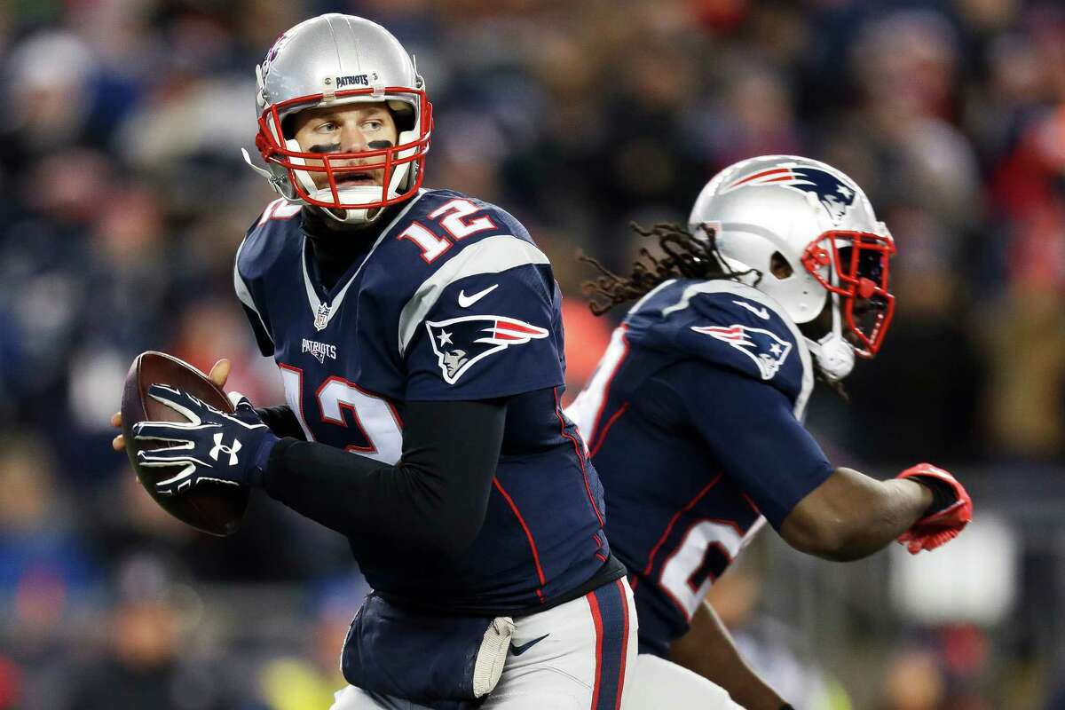 New England Patriots quarterback Tom Brady (12) looks to make a pass during the third quarter of an NFL divisional playoff game at Gillette Stadium, Saturday, January 14, 2017.