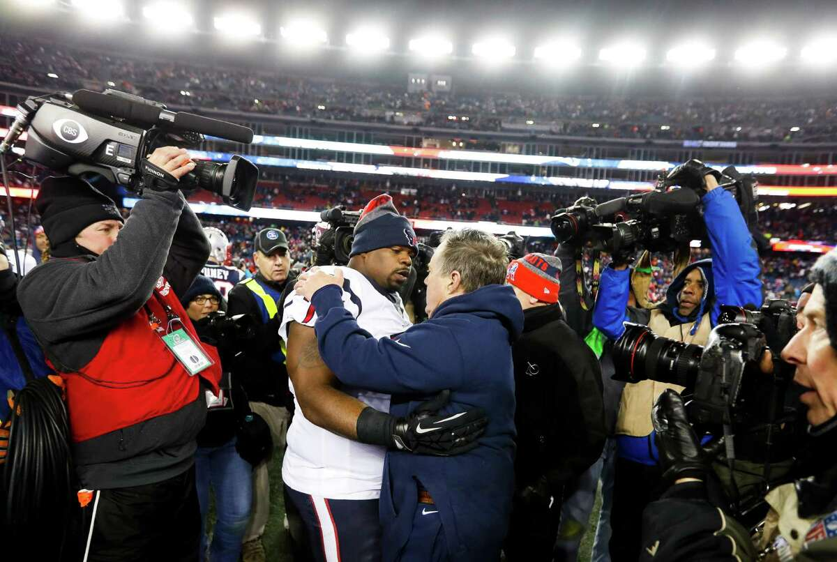 New England Patriots head coach Bill Belichick shakes hands with Houston Texans nose tackle Vince Wilfork (75) after an NFL divisional playoff game at Gillette Stadium, Saturday, January 14, 2017.