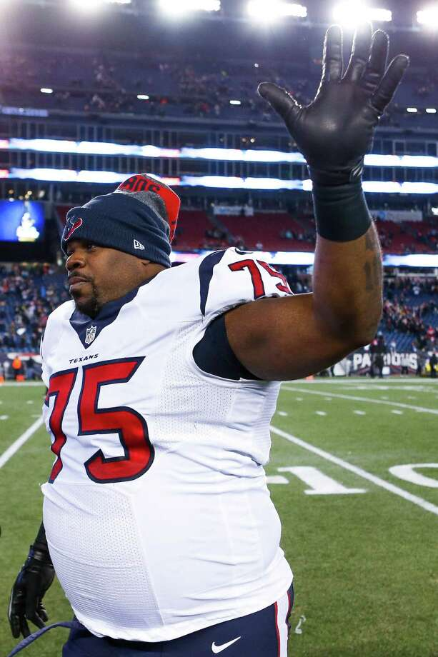 Houston Texans nose tackle Vince Wilfork (75) waves to fans after losing an AFC Divisional Playoff game at Gillette Stadium on Saturday, Jan. 14, 2017, in Foxborough. Photo: Brett Coomer, Houston Chronicle / © 2017 Houston Chronicle