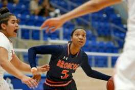 Brandeis's Gabby Connally drives against Taft's Ashley Hernandez in the District 28-6A girls basketball game on Saturday, January 14, 2017 at Northside ISD Gym. (Staff photo)