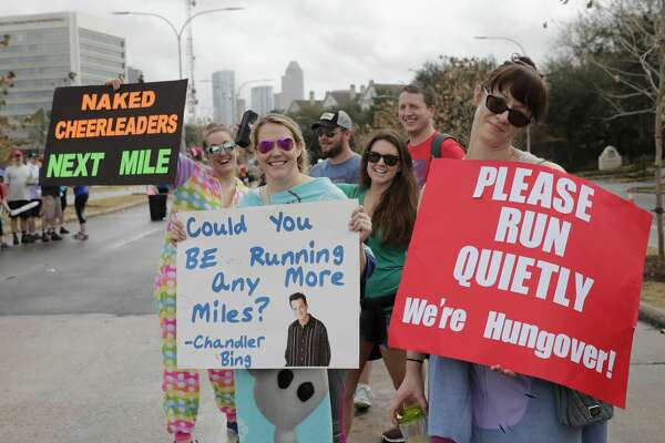 Marathon fans holds signs during the Chevron Houston Marathon in Houston, TX on Sunday, Jan. 15, 2017.