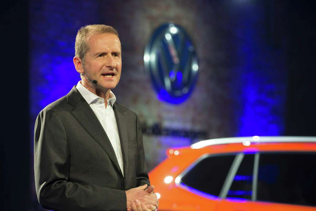 In an unusual development, only one member of the Volkswagen management board attended the North American International Auto Show, a major industry event that is underway in Detroit. Herbert Diess, head of the unit that produces Volkswagen brand cars, who joined the company shortly before the scandal came to light, was the highest-ranking company executive in Detroit.
