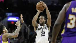 Kawhi Leonard has eclipsed 30 points in three consecutive games and has scored in double figures in 72 in a row.