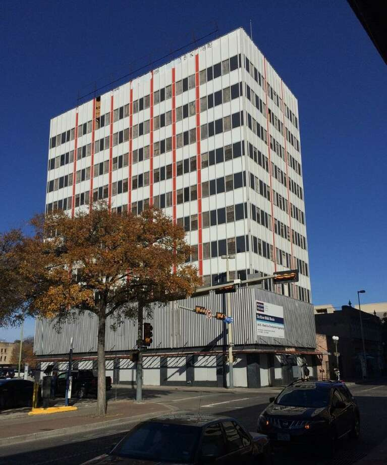 A local developer plans to rehabilitate a 10-story downtown building at 601 N. St. Mary's St. into apartments. Photo: Historic And Design Review Commission