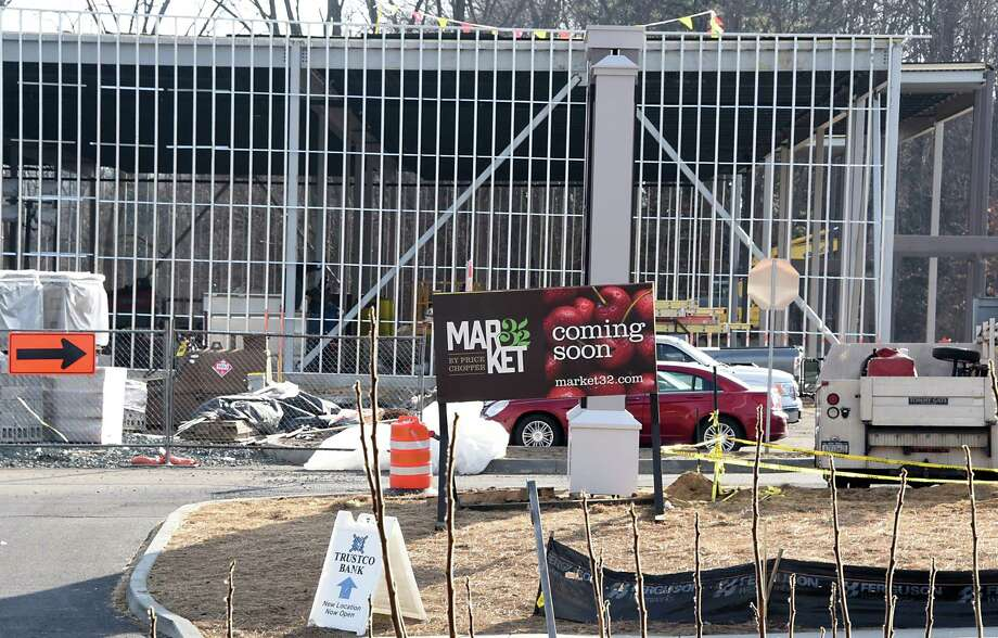 Construction continues on the new Clifton Park shopping plaza where a new Market 32 by Price Chopper is being built near Rt. 146 and Rt. 146A on Monday Jan. 16, 2017 in Clifton Park, N.Y. (Lori Van Buren / Times Union) Photo: Lori Van Buren / 20039447A