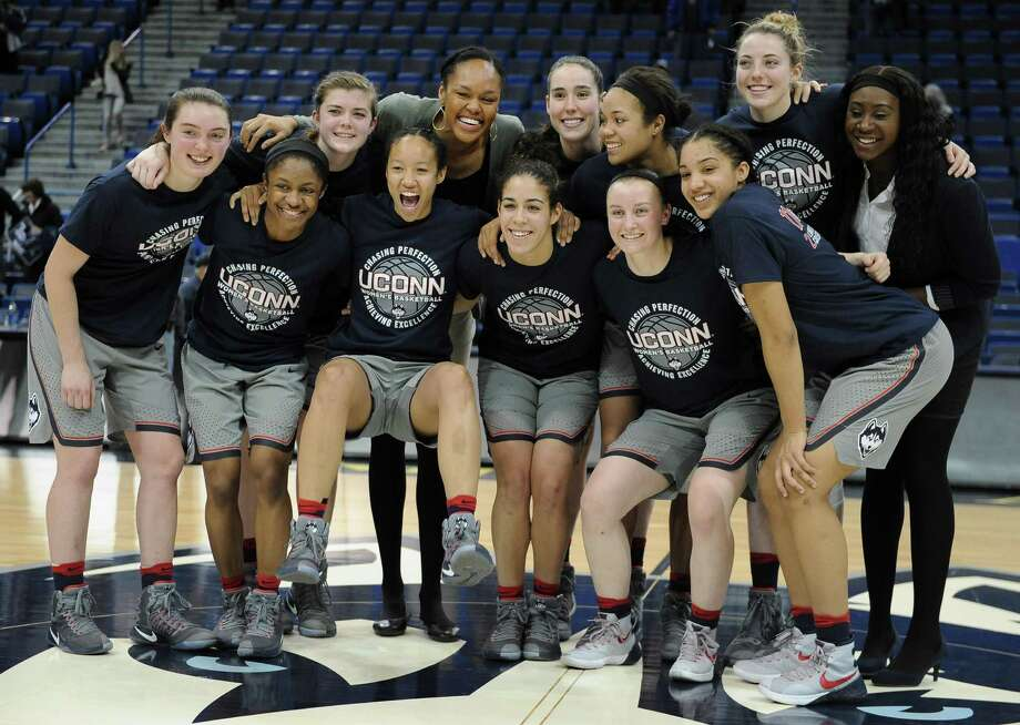 The Connecticut women's basketball team pose for a photograph at the end an NCAA college basketball game against South Florida in Hartford last week. Photo: Jessica Hill / Associated Press / AP2017