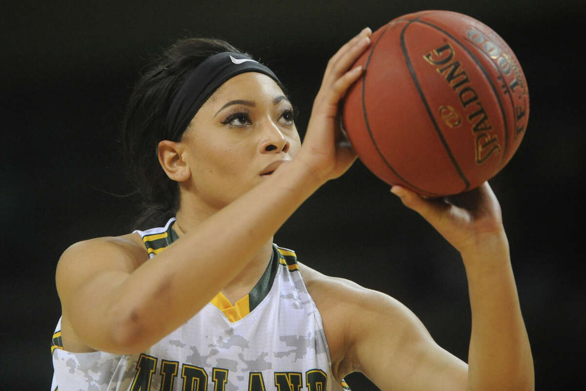 Midland College's Janea Bunn (0) shoots a free throw against Western Texas College on Monday, Jan. 16, 2017, at Chaparral Center. James Durbin/Reporter-Telegram
