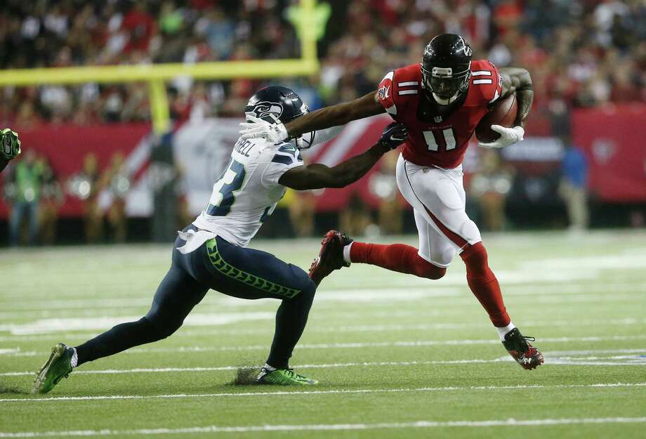 Julio Jones caught six passes for the Falcons against the Seahawks before being limited by a foot injury. Photo: John Bazemore, STF / Copyright 2017 The Associated Press. All rights reserved.
