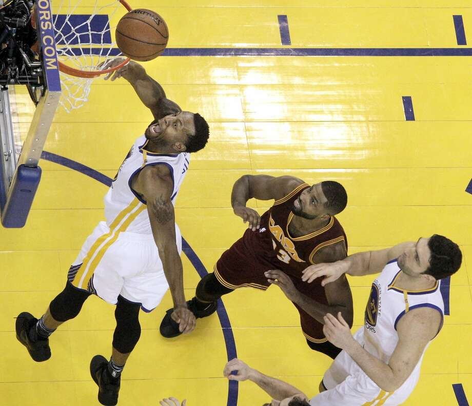 Andre Iguodala (9) reaches for a rebound in the second half as the Golden State Warriors played the Cleveland Cavaliers at Oracle Arena in Oakland, Calif., on Monday, January 16, 2017. Photo: Carlos Avila Gonzalez, The Chronicle
