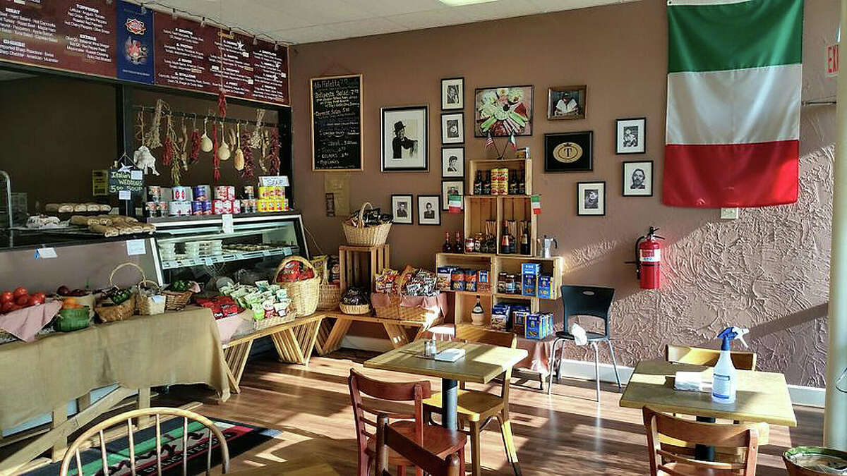 Yelp's best places to eat in America in 2017 A deli in suburban Houston took home the top spot in Yelp's 2017 ranking of must eat American restaurants. Keep going for a look at the other Texas eateries that made the list and top 15 places in the country.