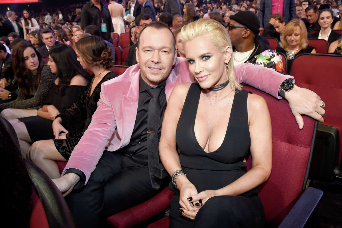 Actor Donnie Wahlberg (L) and actress Jenny McCarthy attend the 2016 American Music Awards at Microsoft Theater on November 20, 2016 in Los Angeles, California. (Photo by Kevin Mazur/AMA2016/WireImage)