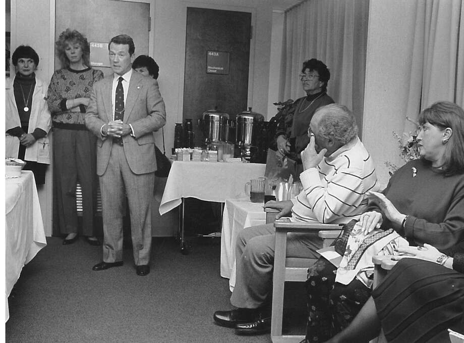 Dr. Joel Rein speaks to about 80 women at Greenwich Hospital about plastic surgery at Greenwich Hospital's Plastic and Cosmetic Surgery Centeron Nov. 17, 1991. Photo: Paul Desmarais