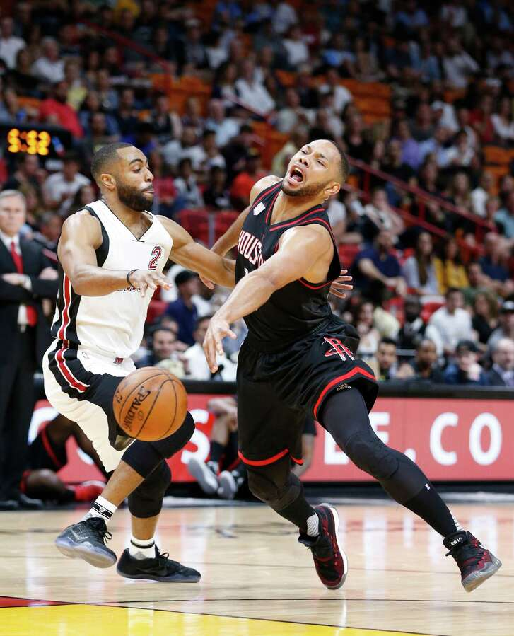 Houston Rockets guard Eric Gordon, left, loses control of the ball as he goes up for a shot against Miami Heat guard Wayne Ellington (2) during the first half of an NBA basketball game, Tuesday, Jan. 17, 2017, in Miami. (AP Photo/Wilfredo Lee)