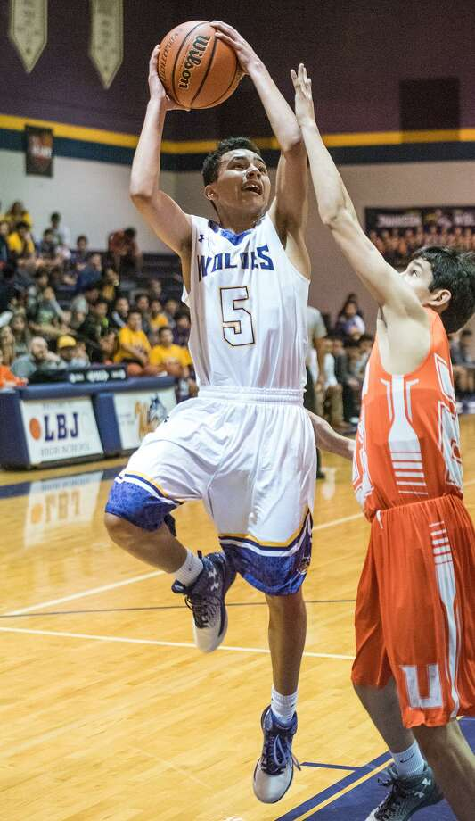 United hosts LBJ at 7:30 p.m. Thursday as both teams attempt to bounce back from rivalry losses. Photo: Danny Zaragoza /Laredo Morning Times File / Laredo Morning Times