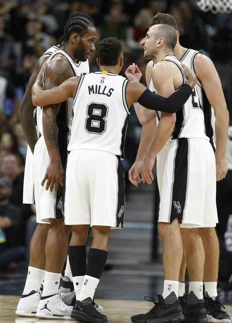 Kawhi Leonard (left) believes the Spurs have a group capable of winning the NBA title. Photo: Kin Man Hui / San Antonio Express-News / ©2017 San Antonio Express-News