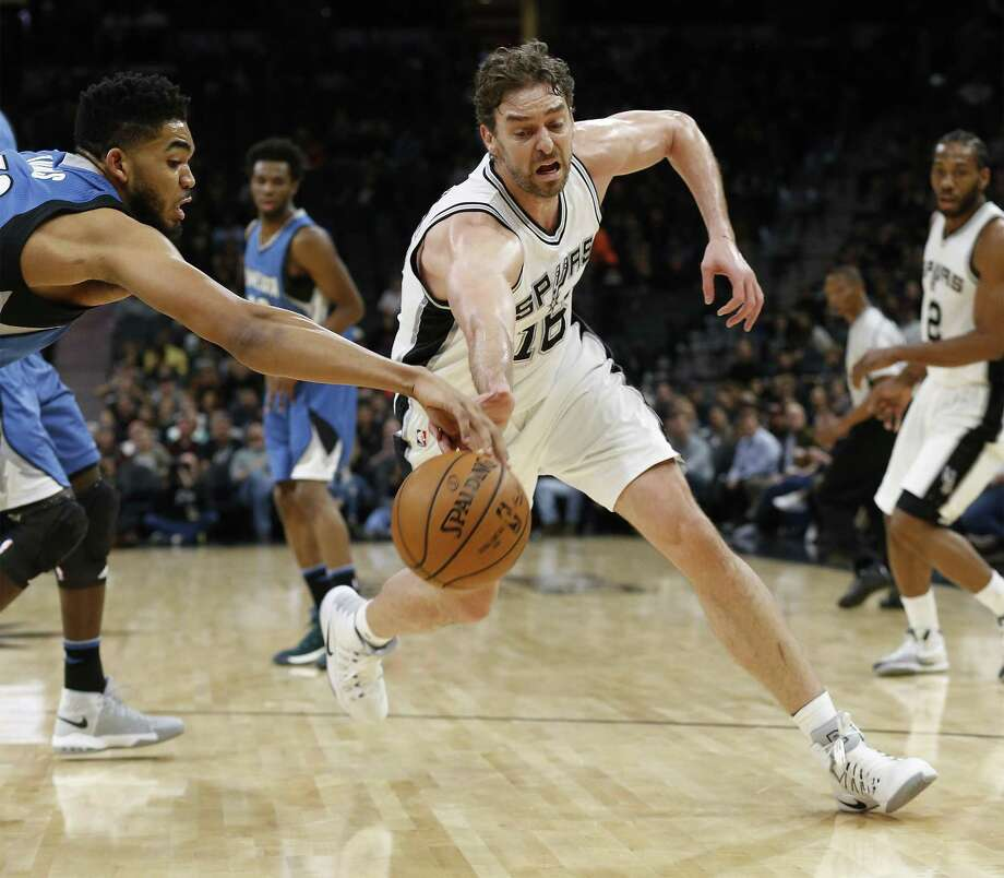 So far, it appears might be better with Pau Gasol in a reserve role. Photo: Kin Man Hui /San Antonio Express-News / ©2017 San Antonio Express-News