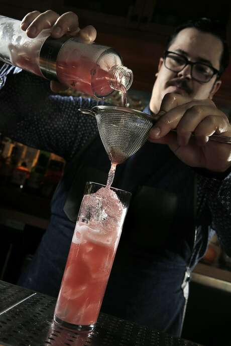 Bar manager Drew Majoulet prepares a Pararoja cocktail at Linden Room in S.F. Photo: Carlos Avila Gonzalez, The Chronicle