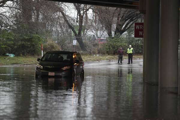 Flooding at San Jacinto and Rothwell near downtown Jan. 18, 2017 in Houston. ( James Nielsen / Houston Chronicle )