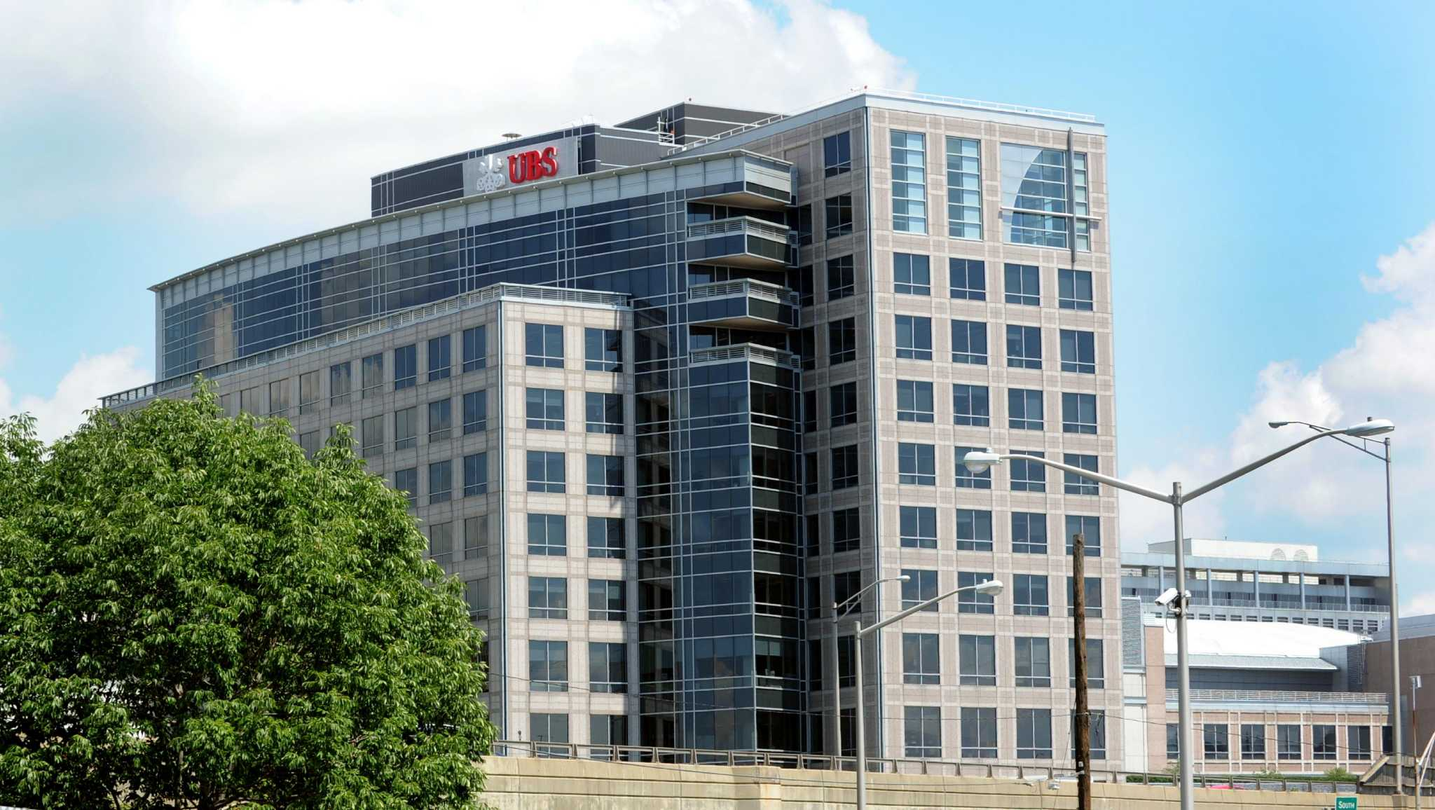 Estimated sale price of ex ubs building plummets newstimes for Cost of building a house in southern maine