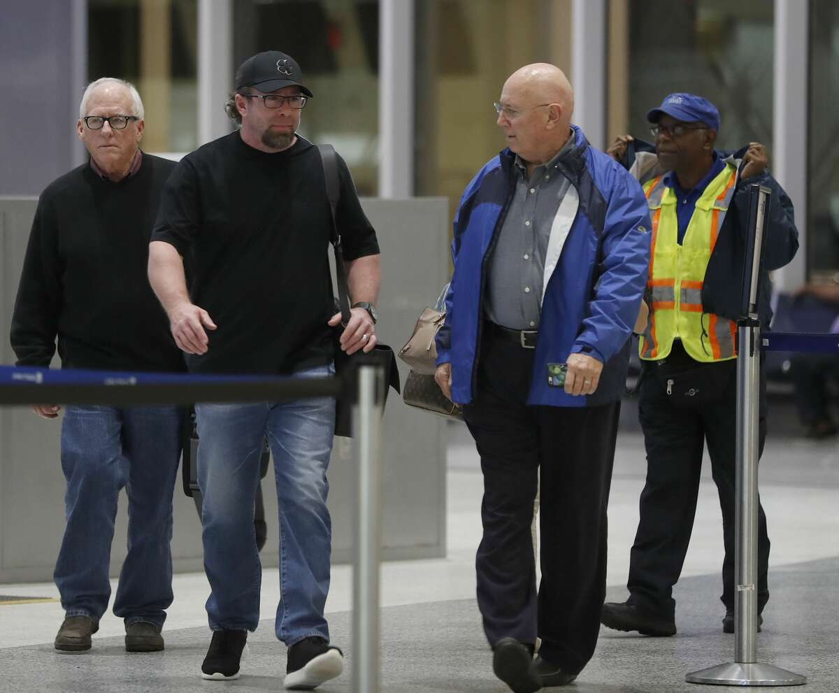 Former Houston Astros first baseman Jeff Bagwell walks into the airport with Jamie Hildreth, before speaking to the media at Bush IAH, Wednesday January 18, 2017, after it was announced that he would be entering the 2017 Baseball Hall of Fame. ( Karen Warren / Houston Chronicle )