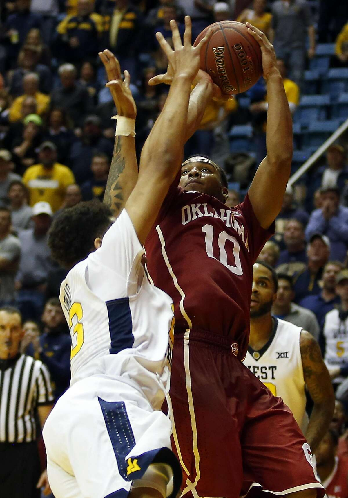 MORGANTOWN, WV - JANUARY 18: Jordan Woodard #10 of the Oklahoma Sooners pulls up for a shot nearing the end of regulation against Esa Ahmad #23 of the West Virginia Mountaineers at the WVU Coliseum on January 18, 2017 in Morgantown, West Virginia. (Photo by Justin K. Aller/Getty Images)